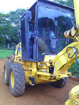 Motoniveladora New Holland RG140B